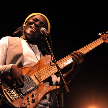 Photos Richard Bona dans l'express.fr, tribune 2 l'artiste